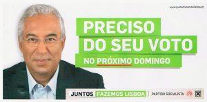 Propaganda eleitoral apanhada ontem, duas semanas após as eleições, no chão de uma rua do centro de Lisboa